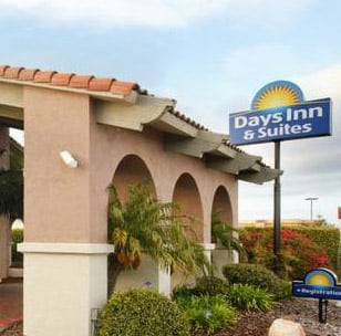 Days Inn Suites SeaWorld / Airport